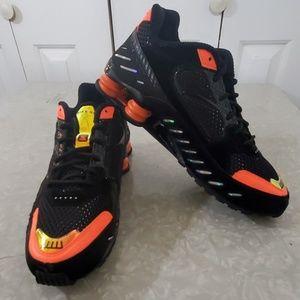 NIKE NWOTS SHOX Black and Orange Sneakers Size 11